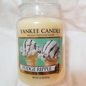 Yankee Candle Large FUDGE RIPPLE 22 oz White
